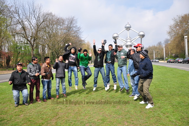 Free holiday to Holland and Belgium fully sponsored 5 star package by premium beautiful corset online business lelaki depan atomium monumen.